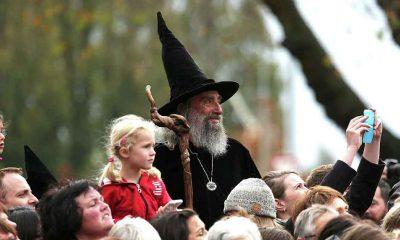 Yeni Zelanda'nın çeyrek asırlık resmi büyücüsü işten kovuldu